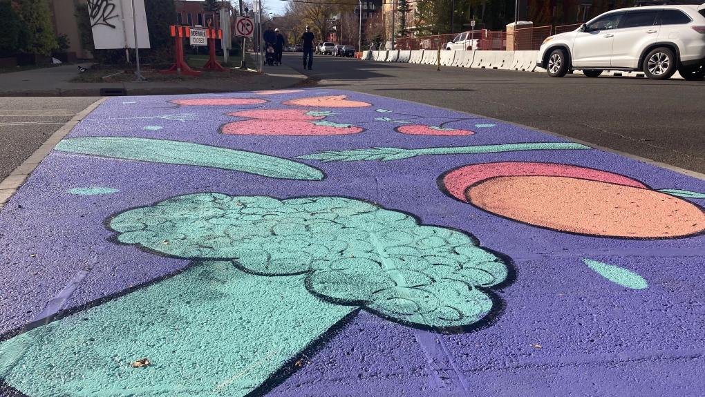 Un toque de color y una pizca de seguridad: Nuevo paso de peatones pintado en el área de Oliver