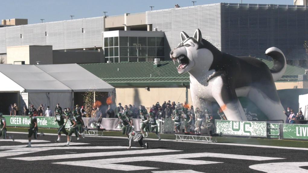 'Significa todo para nosotros': U of S Huskies juega su primer partido en casa en casi dos años