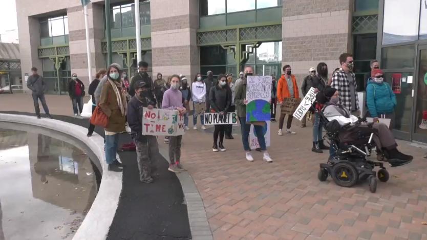 El grupo de jóvenes de Barrie realiza un mitin contra el cambio climático