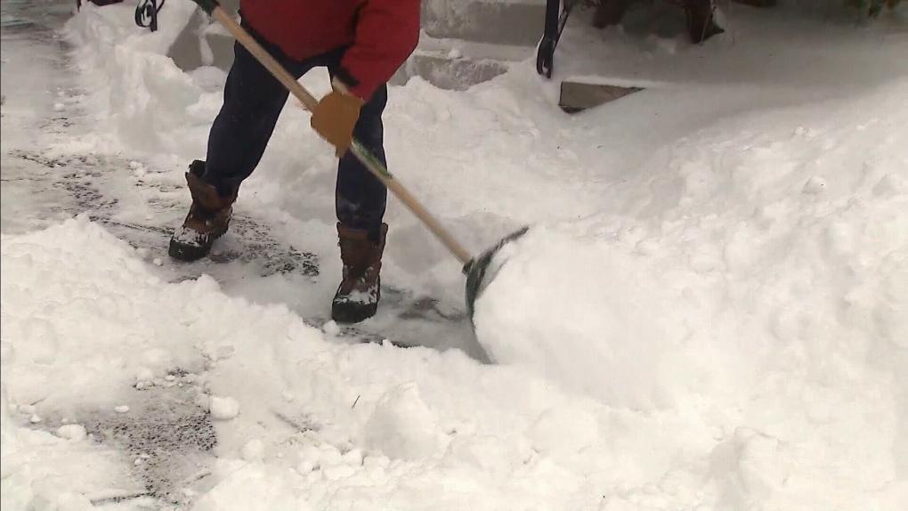 El Ayuntamiento de Regina modifica el estatuto de remoción de nieve en las aceras para incluir a todos los propietarios