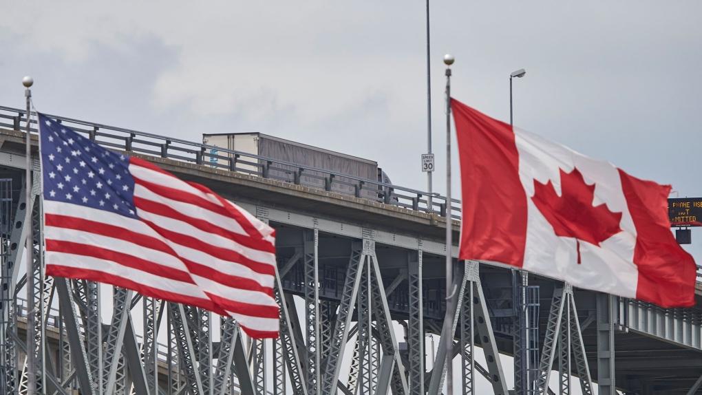 El alcalde de Sarnia, Ontario, da la bienvenida a la reapertura de la frontera terrestre de EE. UU.