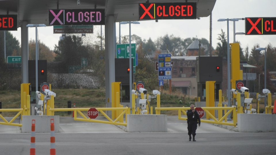 The U.S. border entrance remained closed at the Peace Arch border crossing in Blaine, Wash., Wednesday, Oct, 17, 2012. (AP / The Bellingham Herald, Philip A. Dwyer)