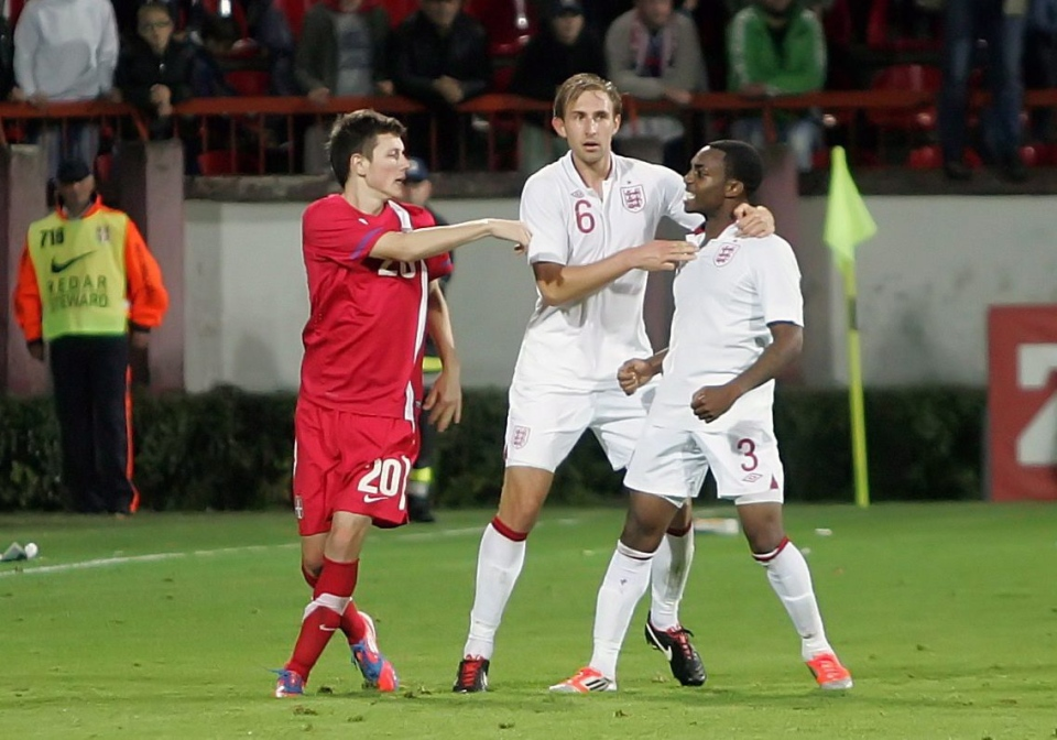 Serbian player Milos Ninkovic, left, and England's Danny Rose, right, and Craig Dawson, center, clash during their 2013 European Under-21 Championship play-off, second leg match, in Krusevac, Serbia. (AP / Dragoslav Zarkovic)