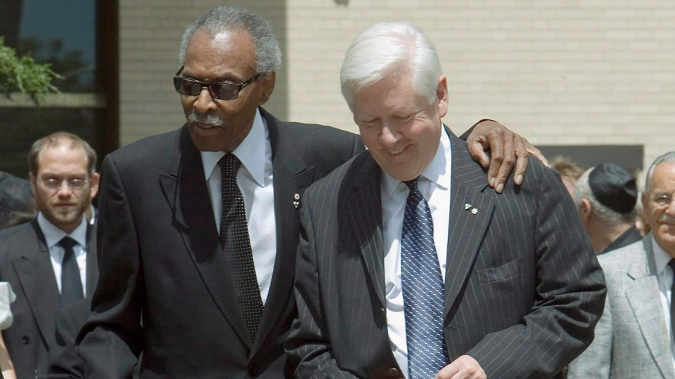Bob Rae (right) and former lieutenant governor Lincoln Alexander depart the funeral of Ed Mirvish at Beth Tzedec Synagogue in Toronto on Friday, July 13, 2007. (Frank Gunn / THE CANADIAN PRESS)