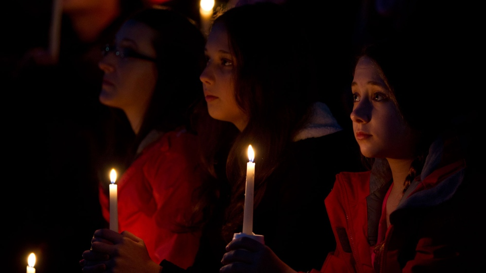 People take part in a candle light memorial for Amanda Todd in Surrey, B.C., Friday, Oct. 19, 2012. (Jonathan Hayward / THE CANADIAN PRESS)