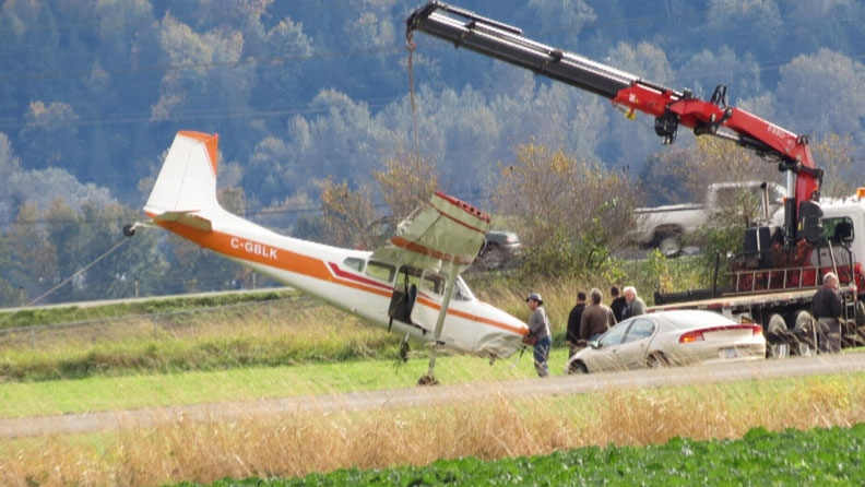 A small plane crashed into a ditch in Chilliwack, B.C. Saturday afternoon. Oct. 20, 2012. (CTV)