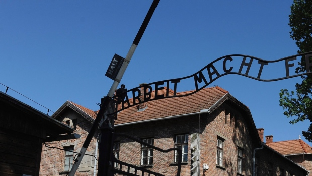 The oldest known former prisoner of the Auschwitz death camp has died in Poland at the age of 108, an official says.
