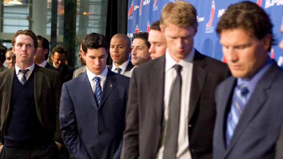 Detroit Red Wings' Dan Cleary, left to right, Pittsburgh Penguins' Sidney Crosby, Calgary Flames' Jarome Iginla, Carolina Hurricanes' Eric Staal and Pheonix Coyotes' Shane Doan join other NHL players as they leave a press conference following collective bargaining talks in Toronto on Thursday, October 18, 2012. (Chris Young / THE CANADIAN PRESS)