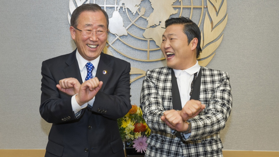 UN Secretary-General Ban Ki-moon, left, is taught how to dance Gangnam Style by Korean rapper PSY during a photo opportunity at the UN headquarters in New York, Oct. 23, 2012. (United Nations / Eskinder Debebe)