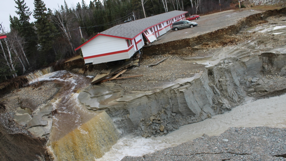 <b>Heavy rains force state of emergency in Wawa, Ont. </b>