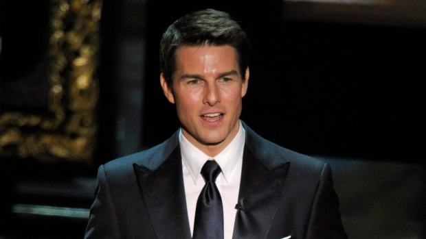 Tom Cruise presents the Oscar for best picture