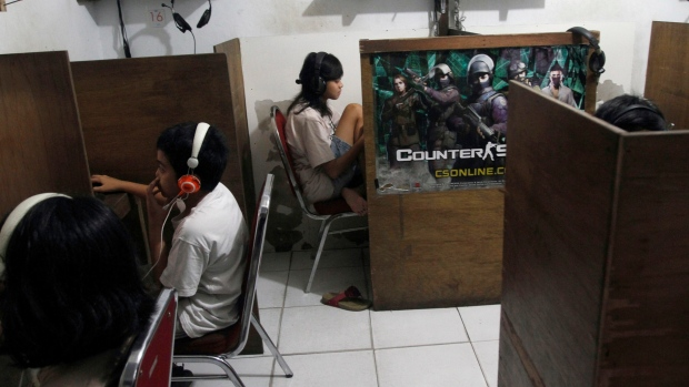 Indonesian youths browse online at Internet cafe
