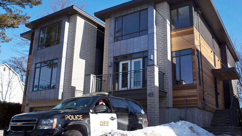 A Ontario Provincial Police vehicle sits outside of the Ottawa home of Col. Russell Williams on Tuesday, Feb. 9, 2010.  (Pawel Dwulit / THE CANADIAN PRESS)