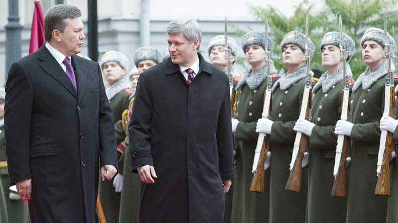 Prime Minister Stephen Harper walks with Ukraine's President Viktor Yanukovych, left, upon his arrival to the Presidential Administrative Building in Kyiv, Ukraine on Monday, Oct. 25, 2010.(AP Photo/The Canadian Press, Sean Kilpatrick)