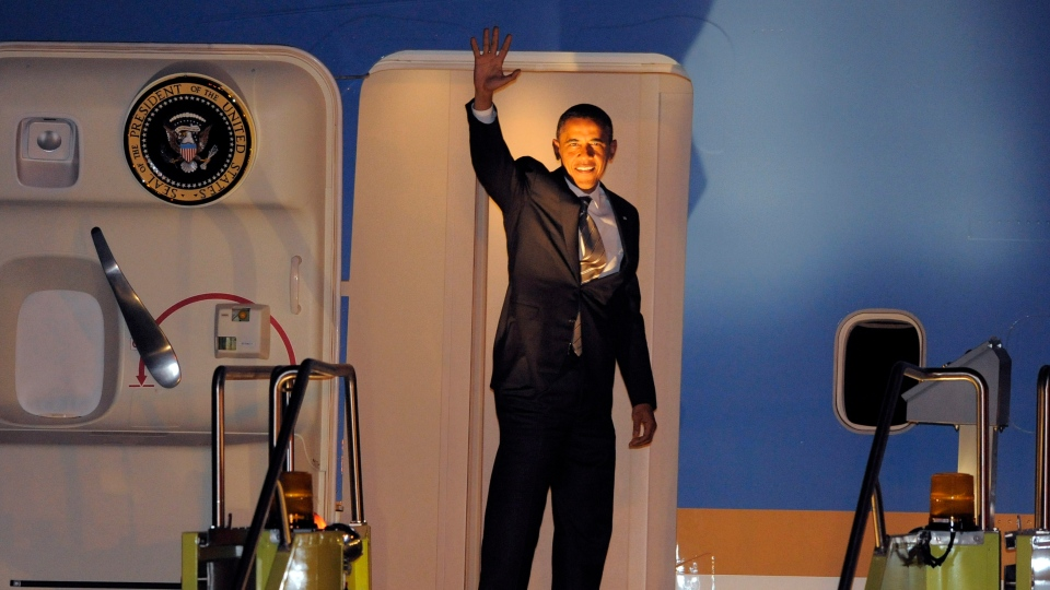 President Barack Obama waves as he boards Air Force One to leave Denver, on Thursday, Nov. 1, 2012. (AP / Jack Dempsey)