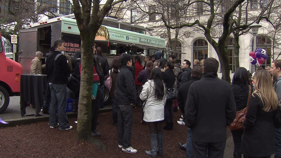 Restaurateurs say food carts parked near their businesses are hurting their bottom line. Nov. 2, 2012. (CTV)