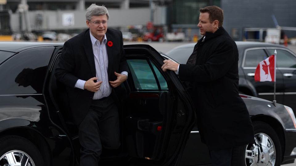 Prime Minister Stephen Harper departs from Ottawa en route to India on Saturday, November 3, 2012.  (Sean Kilpatrick / THE CANADIAN PRESS)