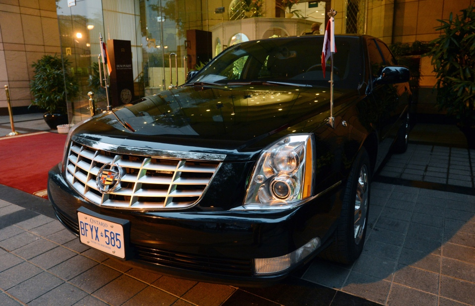 Prime Minister Stephen Harper's limo with Ontario plates is pictured in New Dehli, India on Monday, Nov. 5, 2012. (Sean Kilpatrick / THE CANADIAN PRESS)