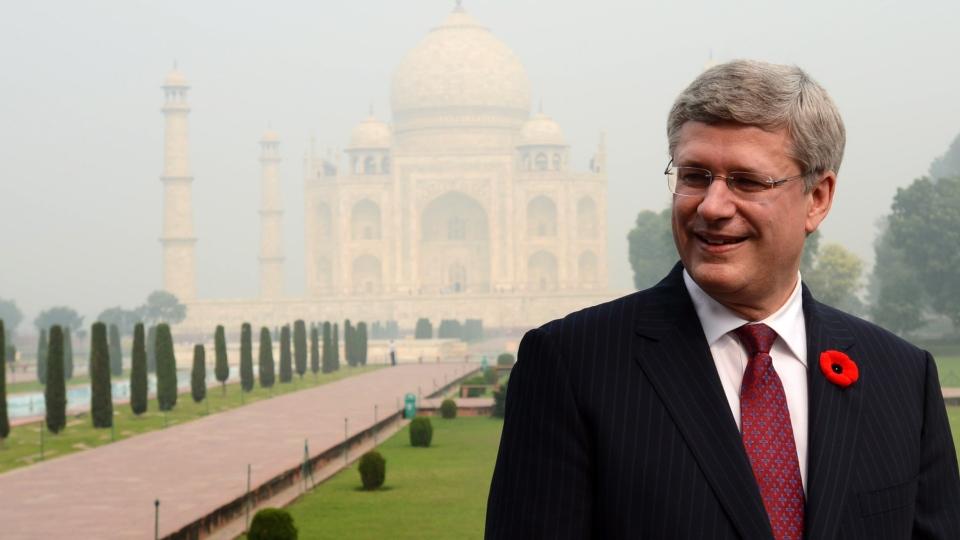 Prime Minister Stephen Harper visits the Taj Mahal in Agra, India on Monday, Nov. 5, 2012. (Sean Kilpatrick / THE CANADIAN PRESS)