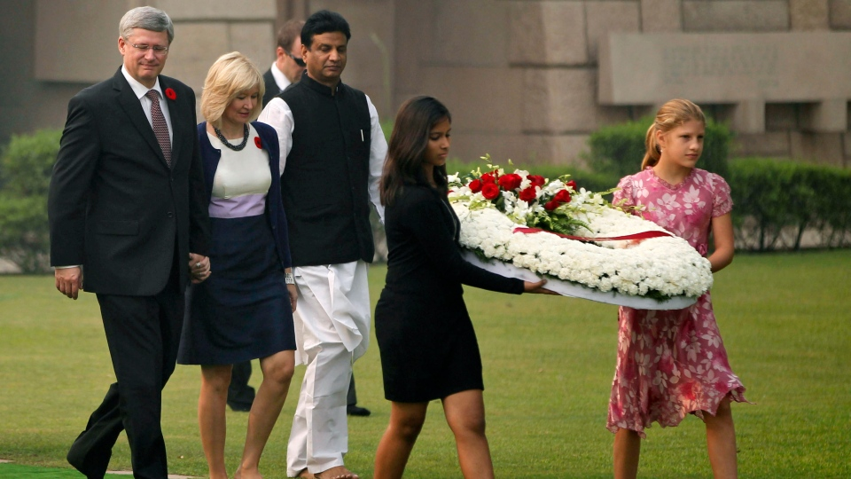 Prime Minister Stephen Harper, left, and his wife Laureen Harper, second from left, arrive to offer floral tributes at the memorial of Mahatma Gandhi in New Delhi, India, Tuesday, Nov. 6, 2012. (AP /  Mustafa Quraishi)