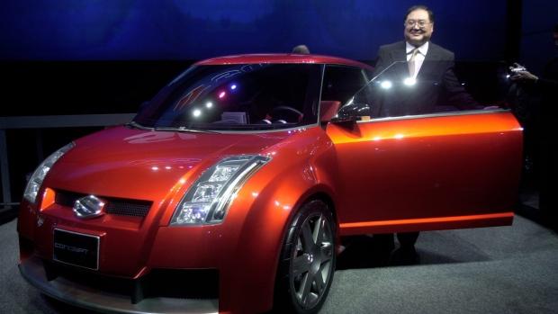 Rick Suzuki poses with a Suzuki Concept-S