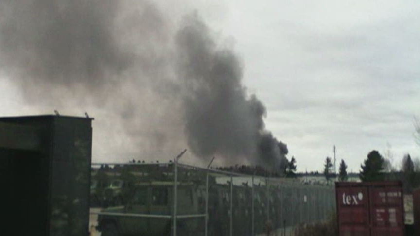 Thick black smoke rises from an explosion at a plant in Sherbrooke, Que., on Thursday, Nov. 8, 2012. (Jamie Evelyne Thompson / MyNews.CTVNews.ca)