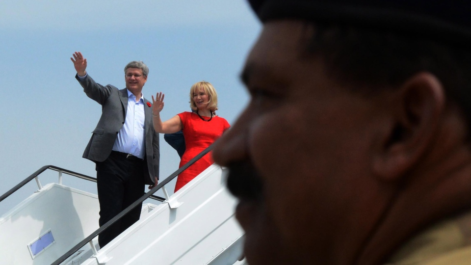 Prime Minister Stephen Harper and wife Laureen wave good bye as they leave Bangalore, India on Friday, Nov. 9, 2012. (Sean Kilpatrick / THE CANADIAN PRESS)