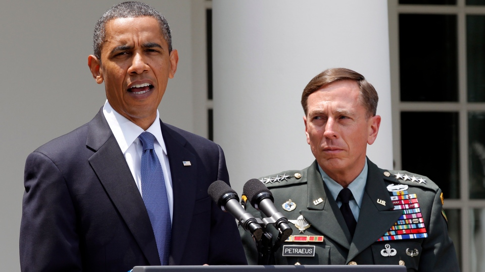 U.S. President Barack Obama, accompanied by Gen. David Petraeus, announces that Petraeus would replace Gen. Stanley McChrystal, from the Rose Garden of the White House in Washington, June 23, 2010.  (AP / J. Scott Applewhite)