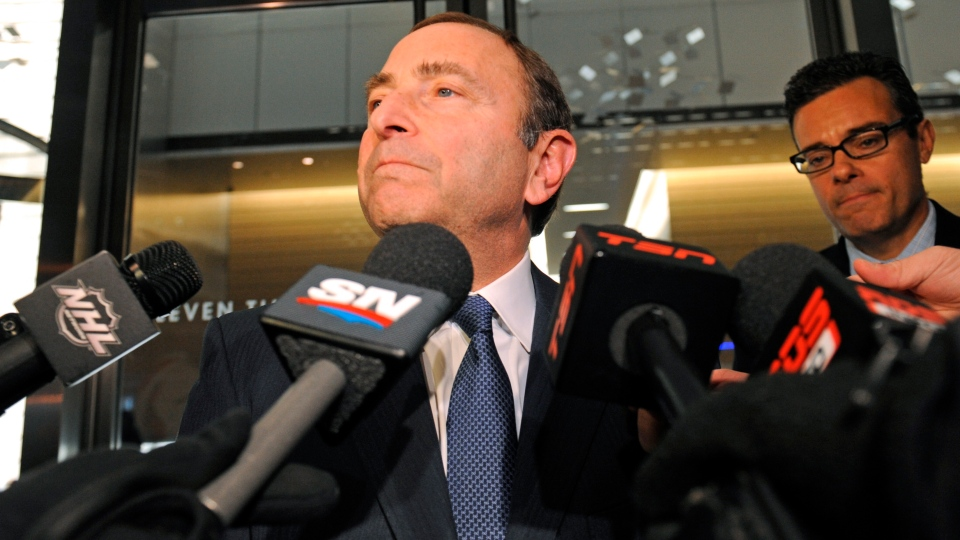 NHL Commissioner Gary Bettman speaks to reporters following labour talks in New York on Friday, Nov. 9, 2012.  (AP / Louis Lanzano)