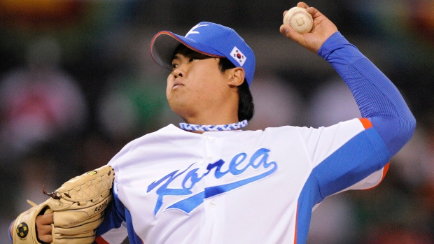 Ryu Hyun-jin pitches on March 15, 2009.