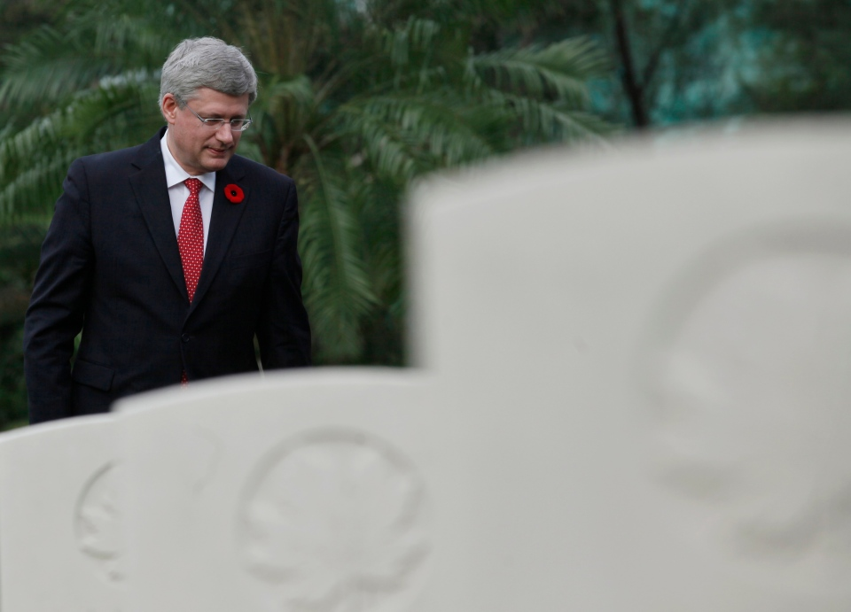 Prime Minister Stephen Harper, attends a Remembrance Day ceremony at Sai Wan War Cemetery in Hong Kong, Sunday, Nov. 11, 2012. (AP / Kin Cheung)