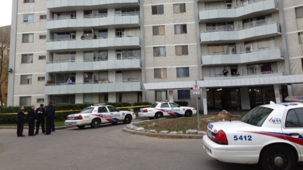 Teen shot outside apartment building in Toronto