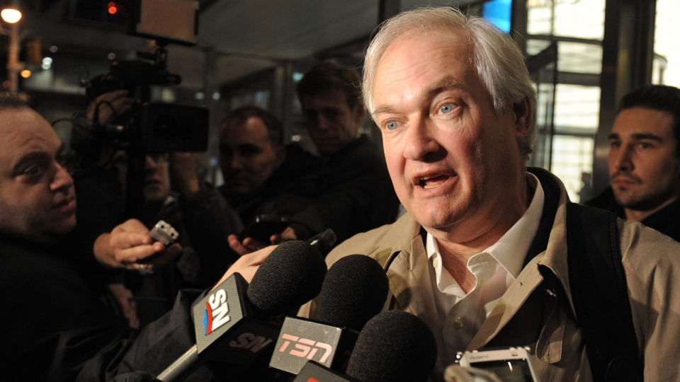 Donald Fehr, executive director of the NHL Players' Association, speaks to the media following labour talks with the NHL in New York, Friday, Nov. 9, 2012. (AP / Louis Lanzano)