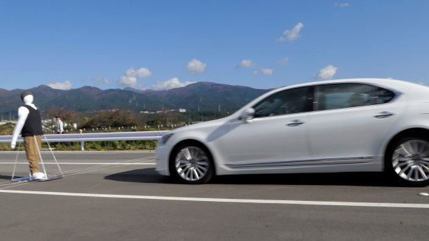 Lexus LS stops automatically in front of a dummy