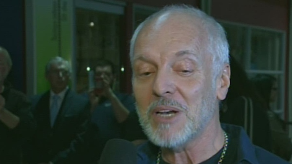 Peter Frampton was in Montreal to auction off memorabilia for the Saku Koivu Foundation (Nov. 12, 2012)