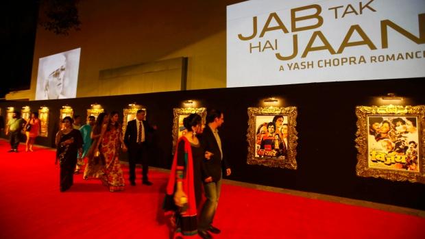 Stars arrive to Bollywood film premier