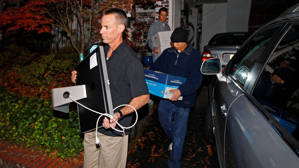 FBI agents carry boxes and a computer from the home of Paula Broadwell in the Dilworth neighborhood of Charlotte, N.C., Tuesday, Nov. 13, 2012. (AP / Chuck Burton)
