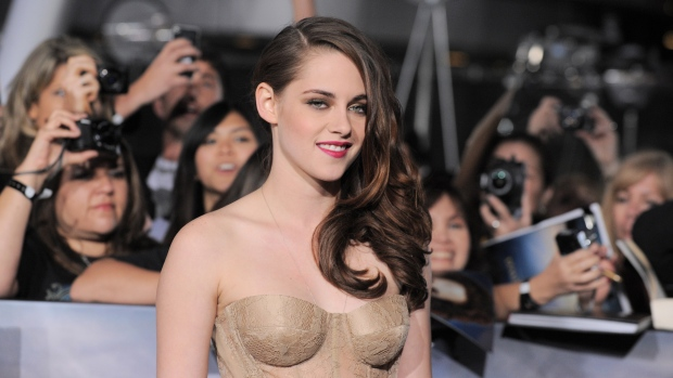 Kristen Stewart attends Breaking Dawn premiere