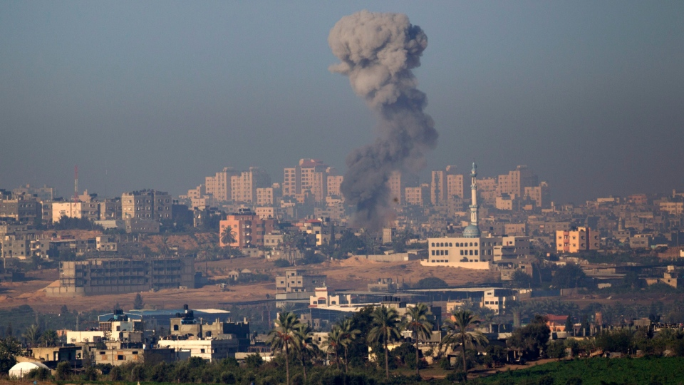Smoke rises following an Israeli air strike in the northern Gaza Strip, seen from the Israel Gaza Border, southern Israel,Thursday, Nov. 15, 2012. (AP / Ariel Schalit)