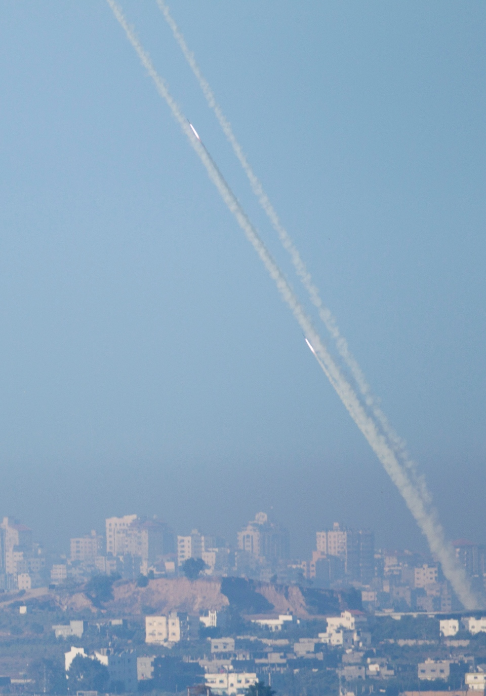Rockets launched by Palestinians militants towards Israel make their way from the northern Gaza Strip, seen from the Israel Gaza Border, southern Israel, Thursday, Nov. 15, 2012. (AP / Ariel Schalit)