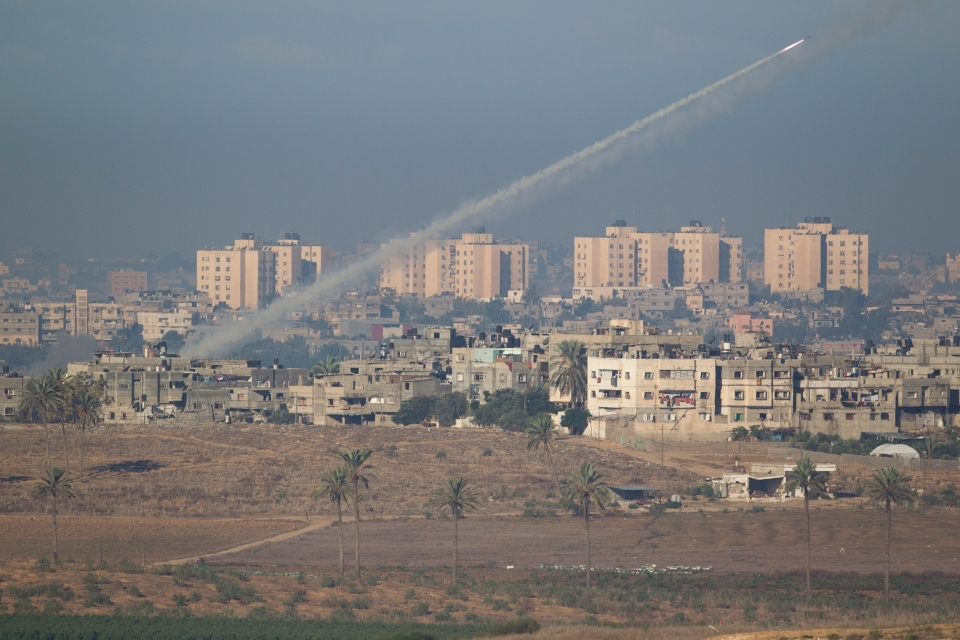 A rocket launched by Palestinians militants towards Israel makes its way from the northern Gaza Strip, seen from the Israel Gaza Border, southern Israel,Thursday, Nov. 15, 2012. (AP / Ariel Schalit)
