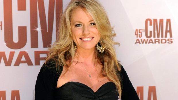 Deana Carter files for separation from husband