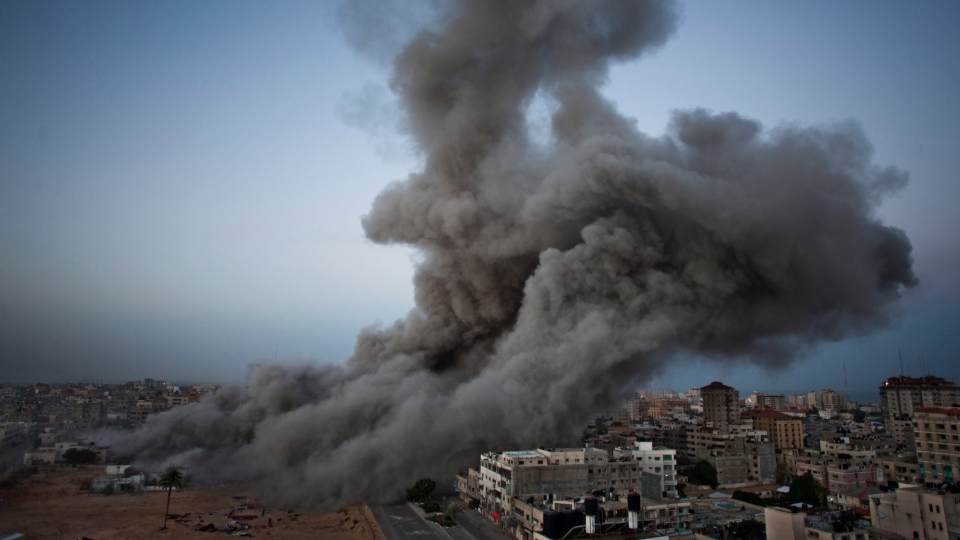 Smoke rises after an Israeli forces strike in Gaza City, Sunday, Nov. 18, 2012. (AP / Bernat Armangue)