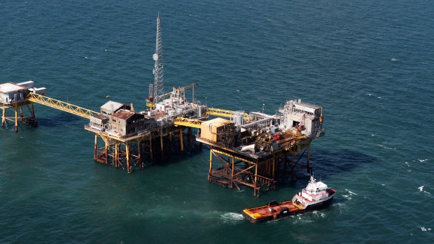 U.S. Coast Guard calls off search of oil rig