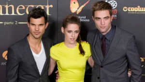 "From left to right, American actor Taylor Lautner, American actress Kristen Stewart, British actor Robert Pattinson pose during a photo call at the Spanish premiere of the film ""The Twilight Saga: Breaking Dawn-Part 2"" in Kinepolis Cinema in Madrid, Spain, Thursday, Nov. 15, 2012. ( AP Photo/Gabriel Pecot)"