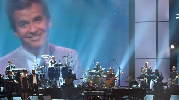 Stevie Wonder tribute to Dick Clark Nov. 18, 2012.