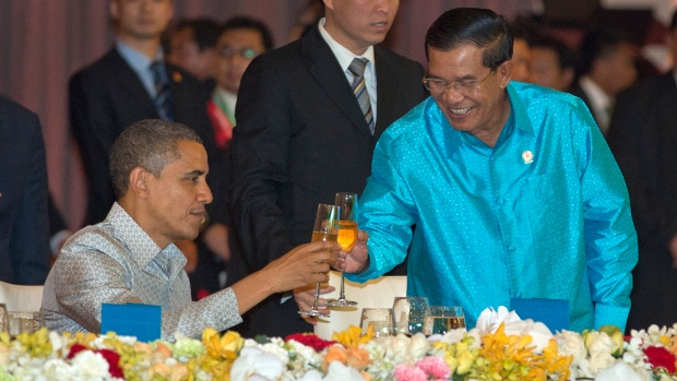 Obama meets with Hun Sen
