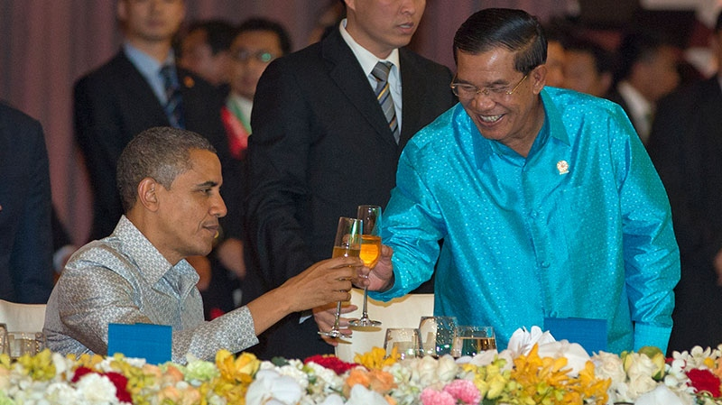 U.S. President Barack Obama, left, toasts with Cambodia's Prime Minister Hun Sen at the East Asia Summit Dinner during the East Asia Summit at the Diamond Island Convention Center in Phnom Penh, Cambodia, Monday, Nov. 19, 2012. (AP / Carolyn Kaster)