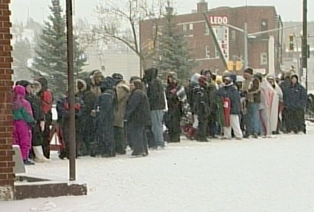 Elton John fans lined up in freezing temperatures for concert tickets in Sudbury, Ont.