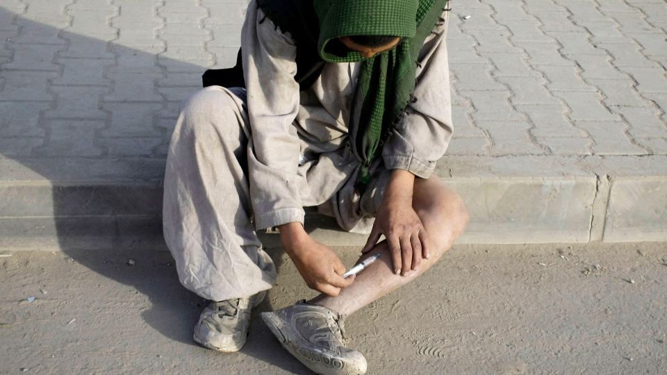 An Afghan man injects himself with drugs in Kabul, Afghanistan on Tuesday, Nov. 20, 2012.  (AP / Musadeq Sadeq)